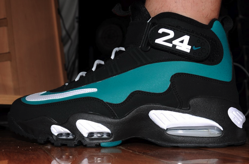 4160939d968 Nike Air Griffey Max 1  Mariner Emerald  On Foot Images