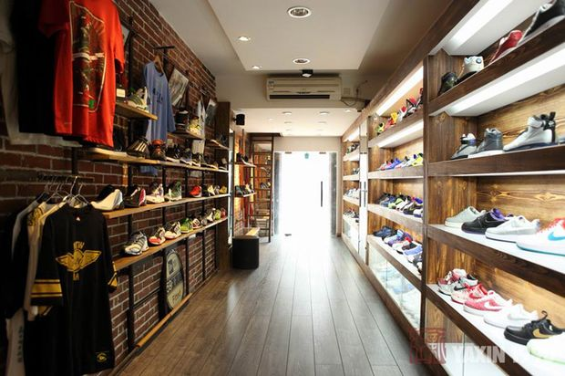 Step by Step sneakers boutique by yet|matilde, Turin