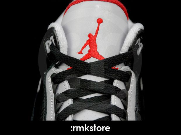Air Jordan 3 Black / Cement 2011 (4)