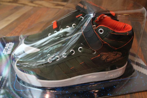 adidas-originals-forum-mid-star-wars-han-solo (11)