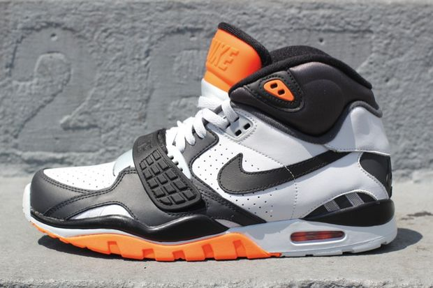 nike-air-sc-trainer-2-black-white-orange (2)