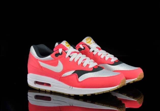 nike-air-max-1-wmns-solar-red-sea-weed-gum (4)