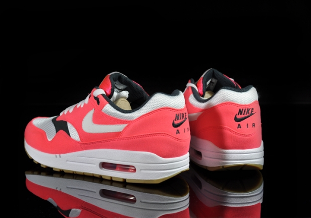 nike-air-max-1-wmns-solar-red-sea-weed-gum (3)