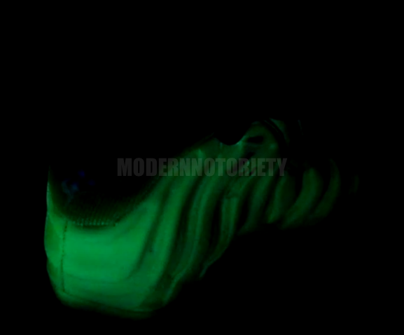 nike-air-foamposite-one-glow-in-the-dark (2)