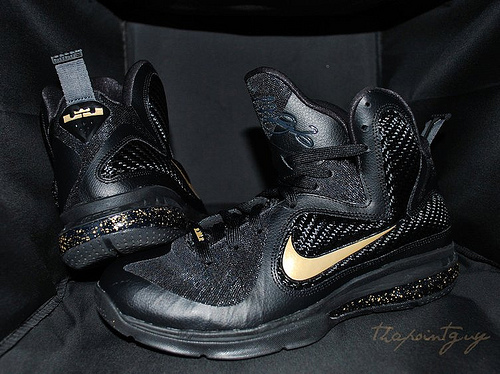 nike-lebron-9-bhm-customs (3)