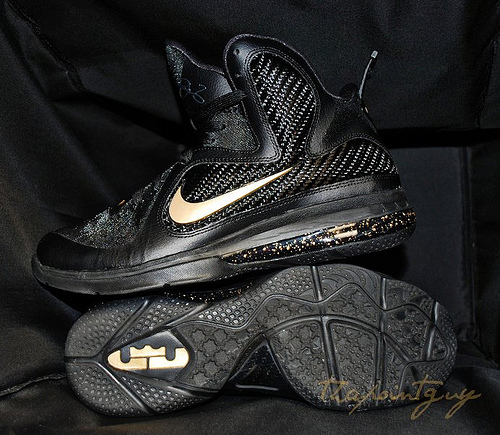 nike-lebron-9-bhm-customs (1)