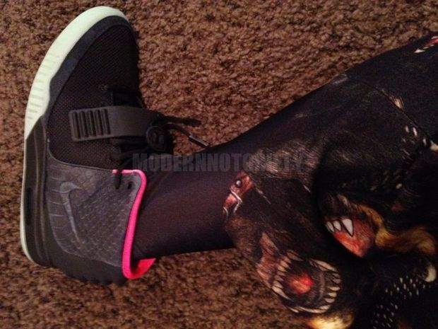 nike-air-yeezy-2-black-pink (2)