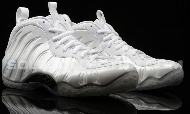 nike-air-foamposite-one-white-out_02