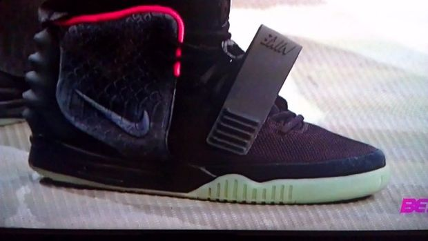 nike-air-yeezy-2-black-solar-red (6)