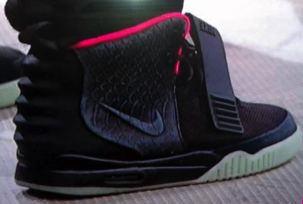 nike-air-yeezy-2-black-solar-red (5)