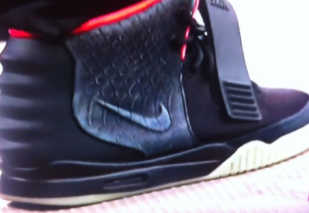 nike-air-yeezy-2-black-solar-red (3)