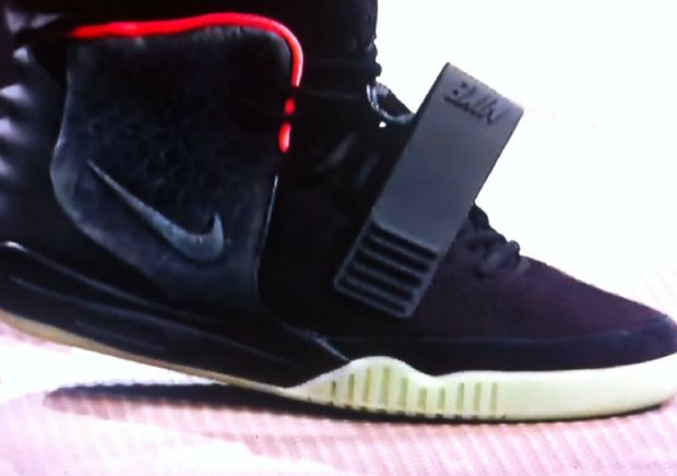 nike-air-yeezy-2-black-solar-red (2)