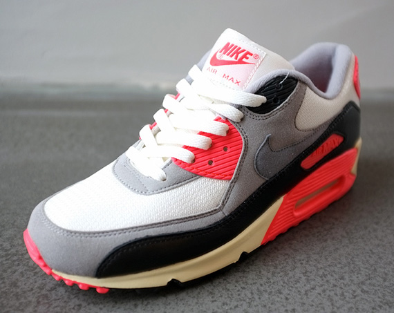 separation shoes 23288 4592c Nike Air Max 90 VNTG - Infrared