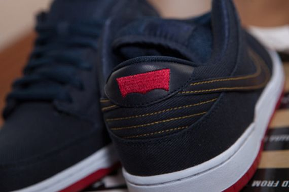 online retailer 6f616 f273b Nike SB Dunk Low – Levis – Hyperstrike Available