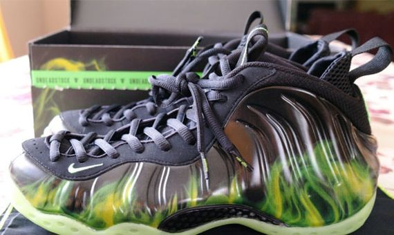 differently c002b e7989 ParaNorman Foamposite One Available on Ebay
