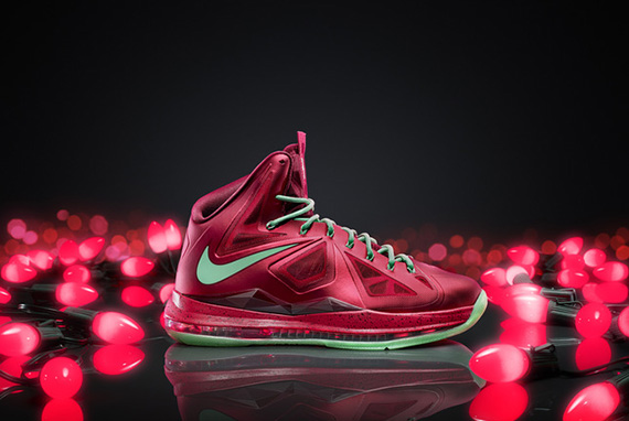 LEBRON_X_Xmas_colorway_large