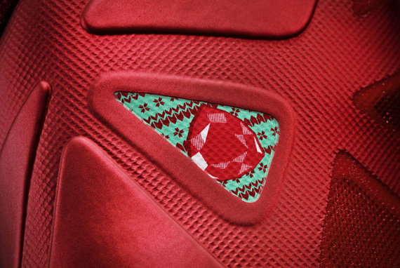LEBRON_X_detail-2_large