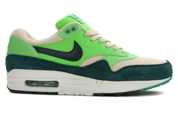 nike-air-max-1-essential-atomic-teal-2