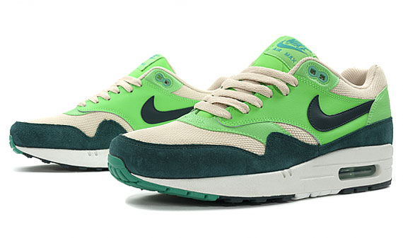 nike-air-max-1-essential-atomic-teal-3