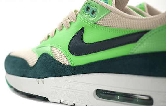 nike-air-max-1-essential-atomic-teal-5