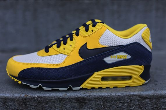 nike-air-max-90-michigan
