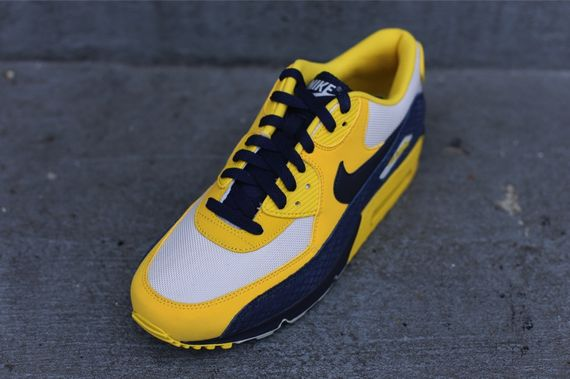 nike-air-max-90-michigan_02