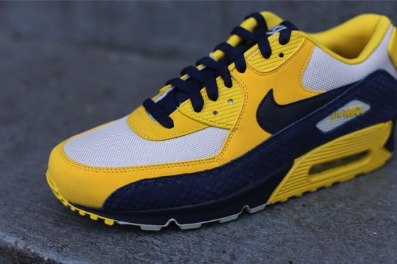 nike-air-max-90-michigan_03