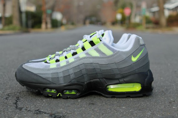 nike-air-max-95-og-neon-arriving-at-retailers-1-570x380