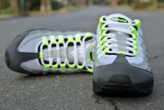 nike-air-max-95-og-neon-arriving-at-retailers-2-570x371