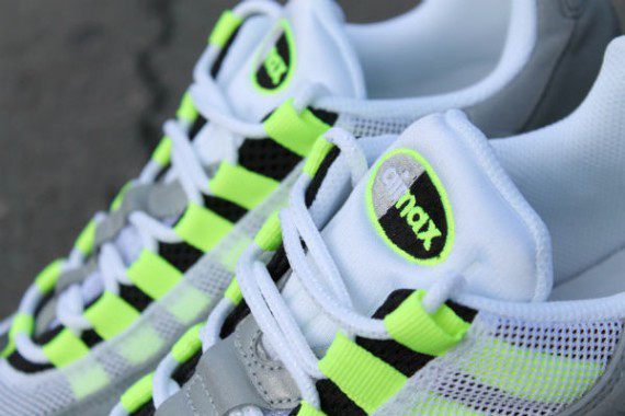 nike-air-max-95-og-neon-arriving-at-retailers-4-570x380