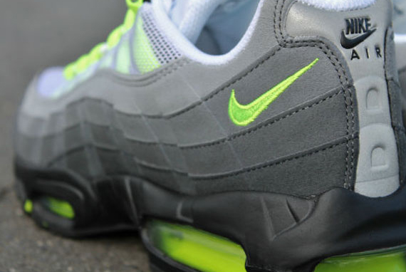nike-air-max-95-og-neon-arriving-at-retailers