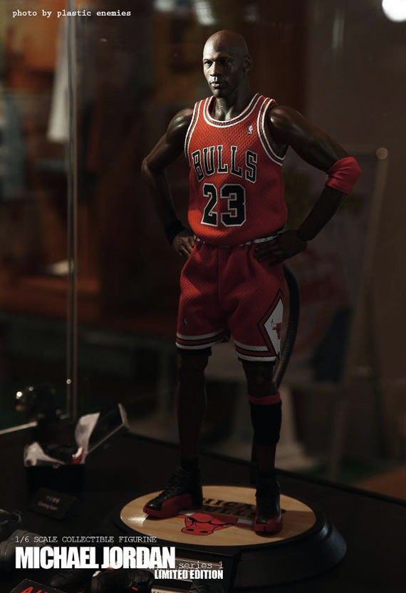 michael-jordan-masterpiece-figures-by-enterbay-10