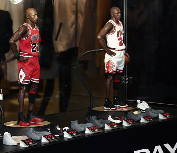 michael-jordan-masterpiece-figures-by-enterbay-3