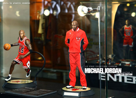michael-jordan-masterpiece-figures-by-enterbay-4