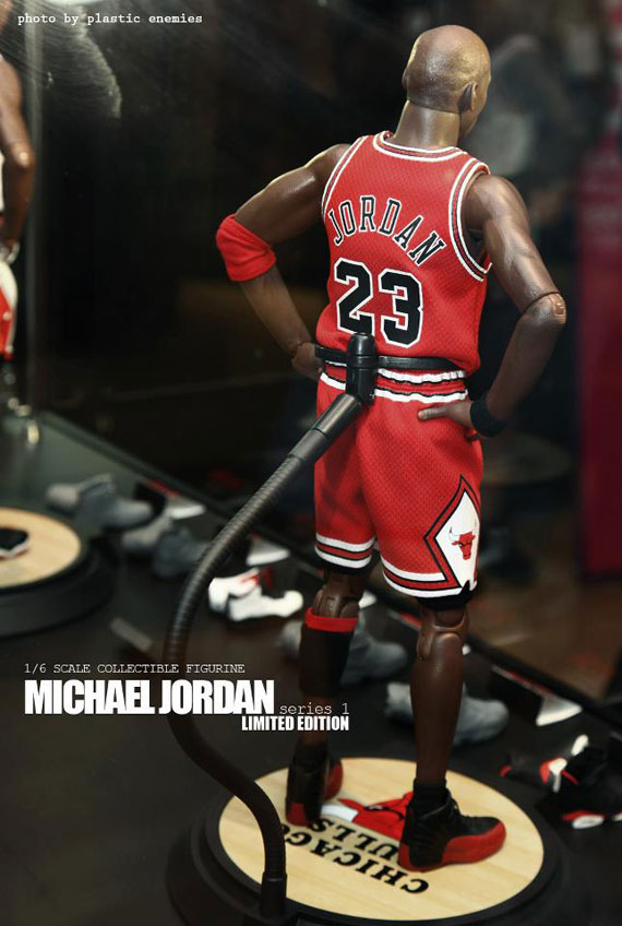 michael-jordan-masterpiece-figures-by-enterbay-5