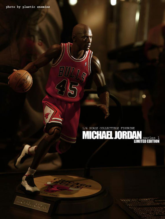 michael-jordan-masterpiece-figures-by-enterbay-9