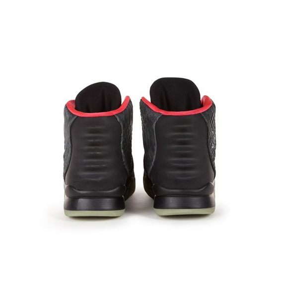 nike-air-yeezy-2-auction_03