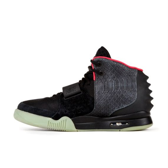 nike-air-yeezy-2-auction_04