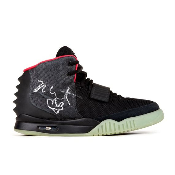 nike-air-yeezy-2-auction_05
