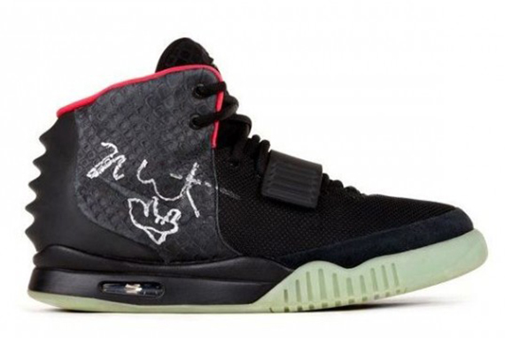 nike-air-yeezy-2-autographed-kanye-west-worn-charity-pair-01-570x360