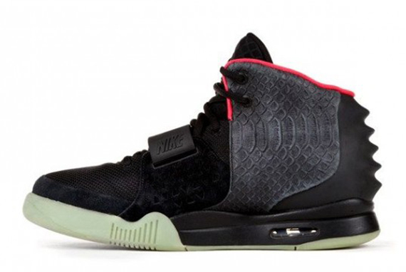nike-air-yeezy-2-autographed-kanye-west-worn-charity-pair-02-570x360