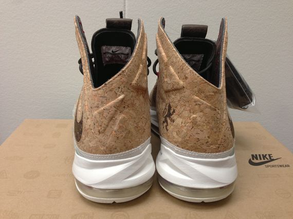 nike-lebron-10-cork-available-early_03