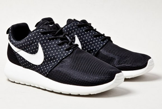 nike-roshe-run-night-snow-1
