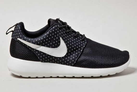 nike-roshe-run-night-snow