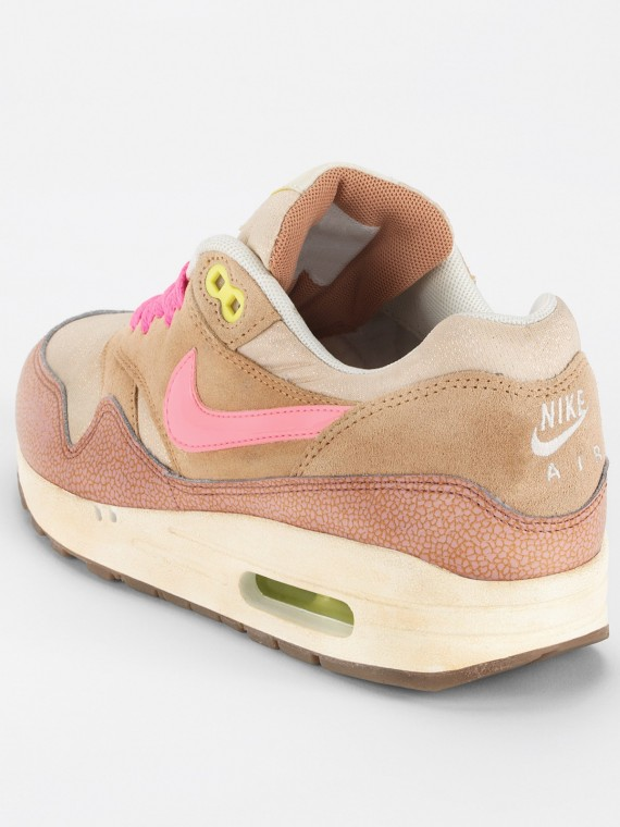nike-wmns-air-max-1-metallic-pink-3-570x760