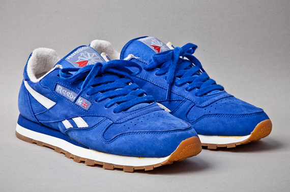 reebok-classic-leather-vintage-union-blue-angle-1