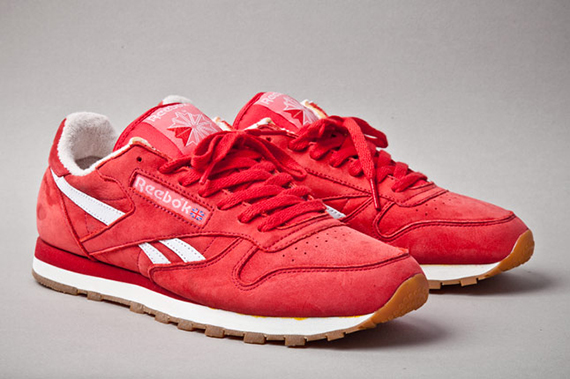 reebok-classic-leather-vintage-union-red-angle-1