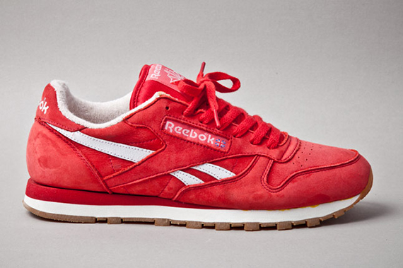 reebok-classic-leather-vintage-union-red-profile-1