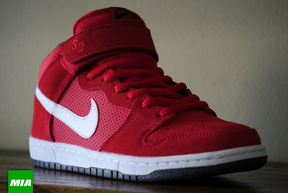 Nike-SB-Dunk-Mid-Pro-Hyper-Red-White-Anthracite-0035