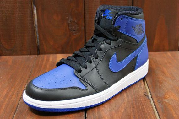 air-jordan-1-high-royal_02